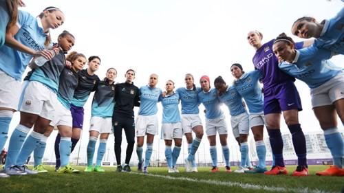 Manchester City Women huddle