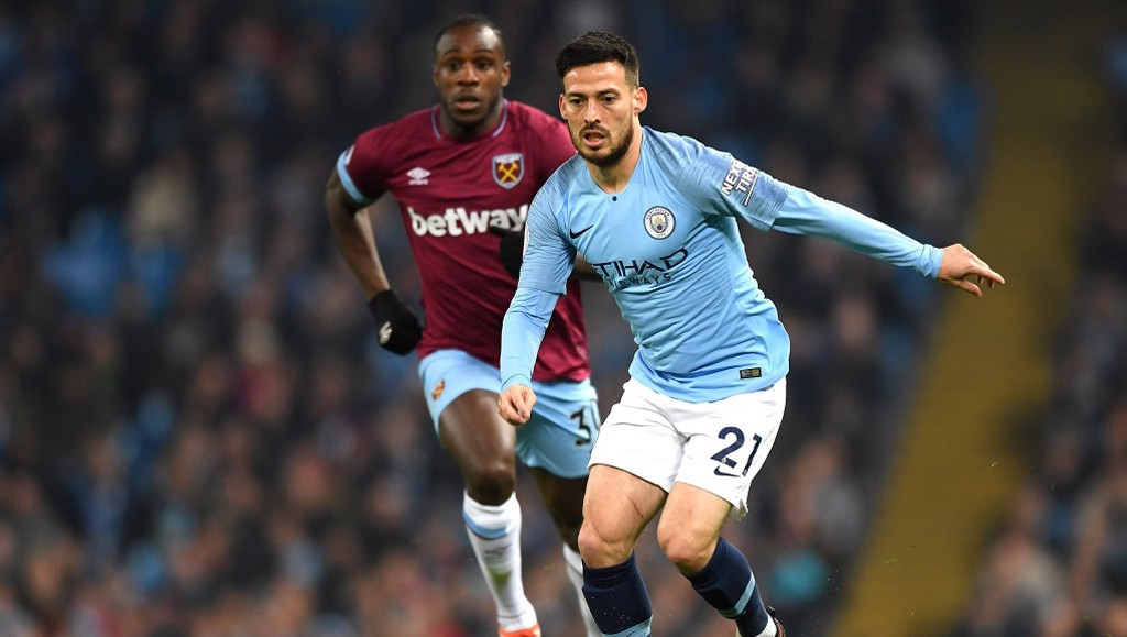 TEMPO KING: David Silva keeps the Blues ticking over with the score still 0-0